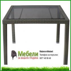 Градинска маса кафяв ратан с плот от стъкло